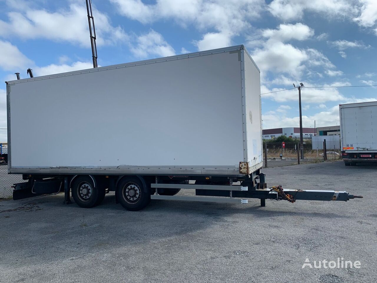 SAMRO DOS EJES FURGON closed box trailer