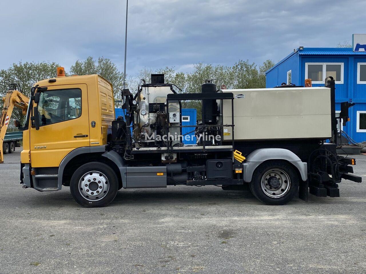 MERCEDES-BENZ Bitumensrayer Weiro 3000L + 800L  3300 mm Spritzbreite bitumen truck