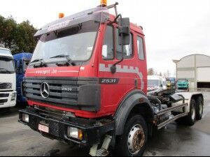 MERCEDES-BENZ 2531 chassis truck