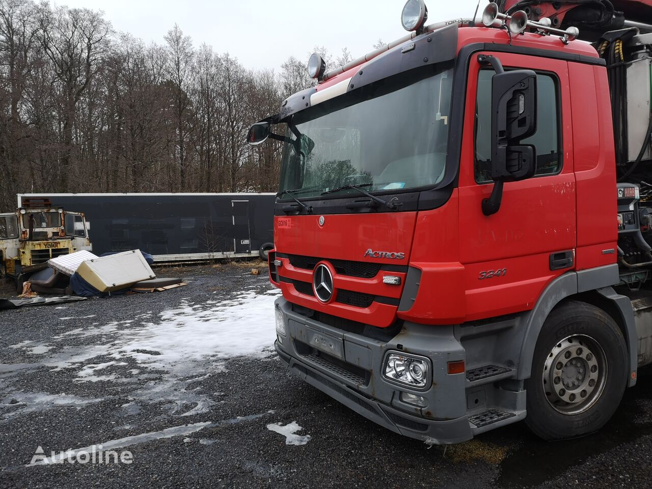 MERCEDES-BENZ 3241 chassis truck