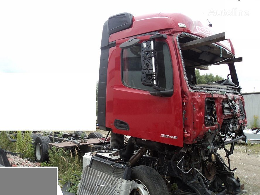 damaged MERCEDES-BENZ Actros 2545 MP4 container chassis