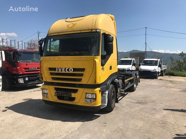 IVECO stralis 260s42 flatbed truck