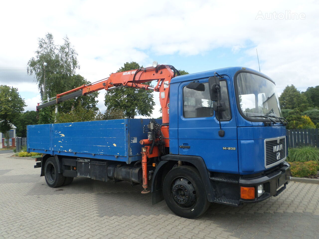 MAN 14.232 flatbed truck