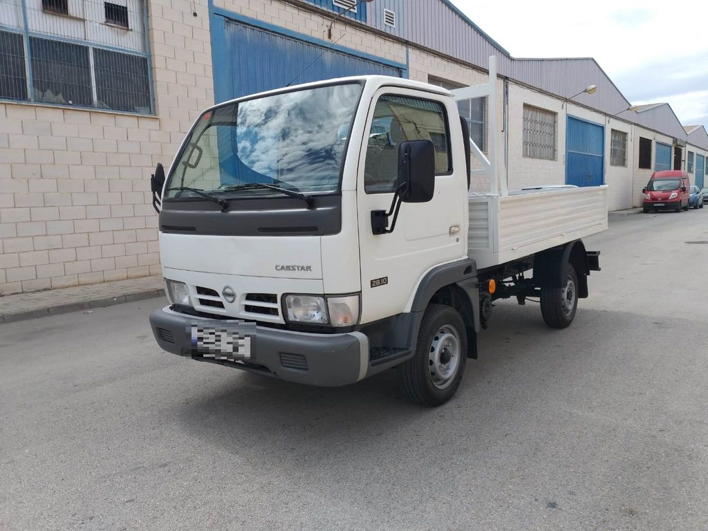 NISSAN Cabstar 28.10 RUEDA SIMPLE flatbed truck