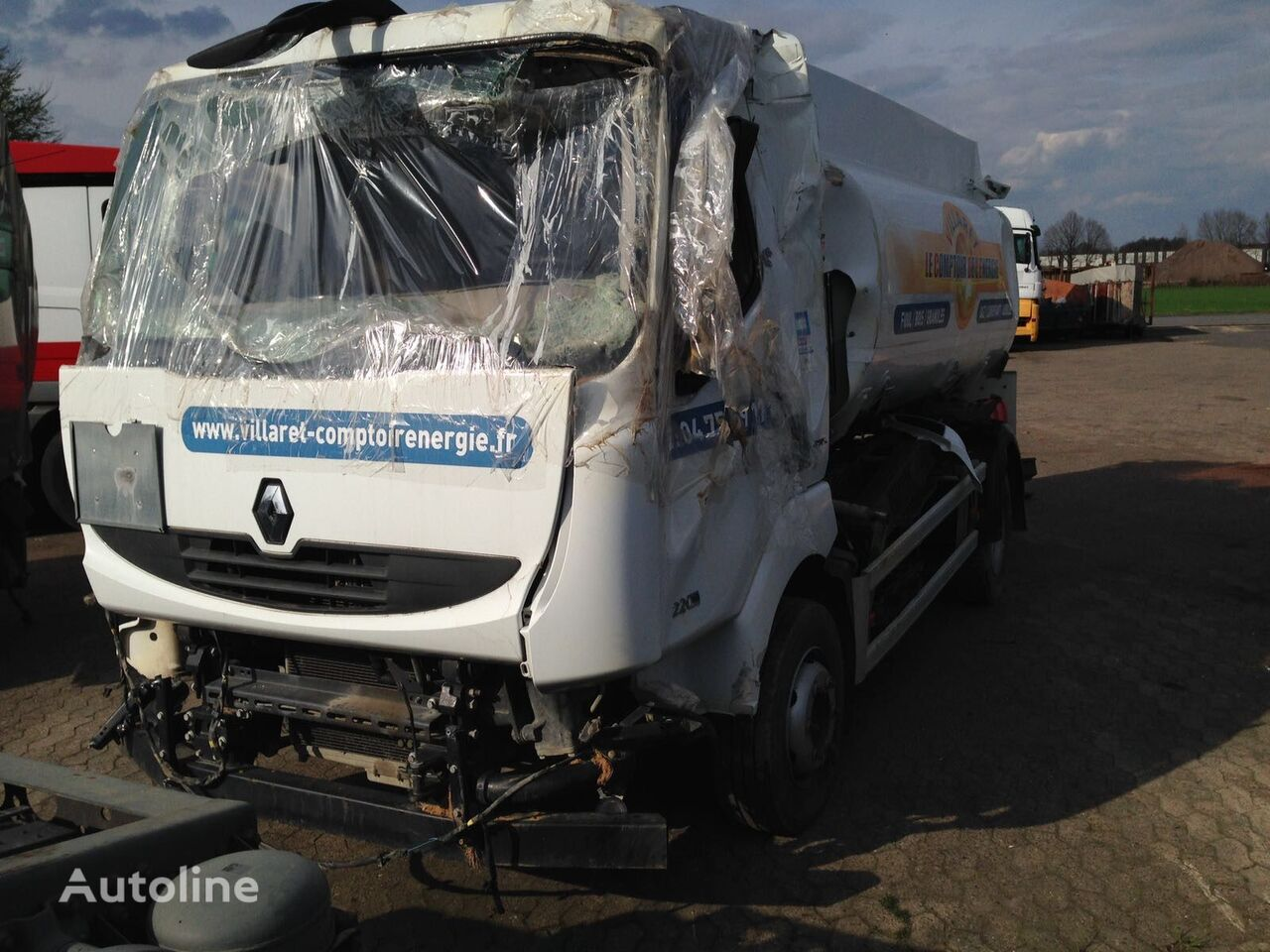damaged RENAULT MIDLUM 220 DXI fuel truck