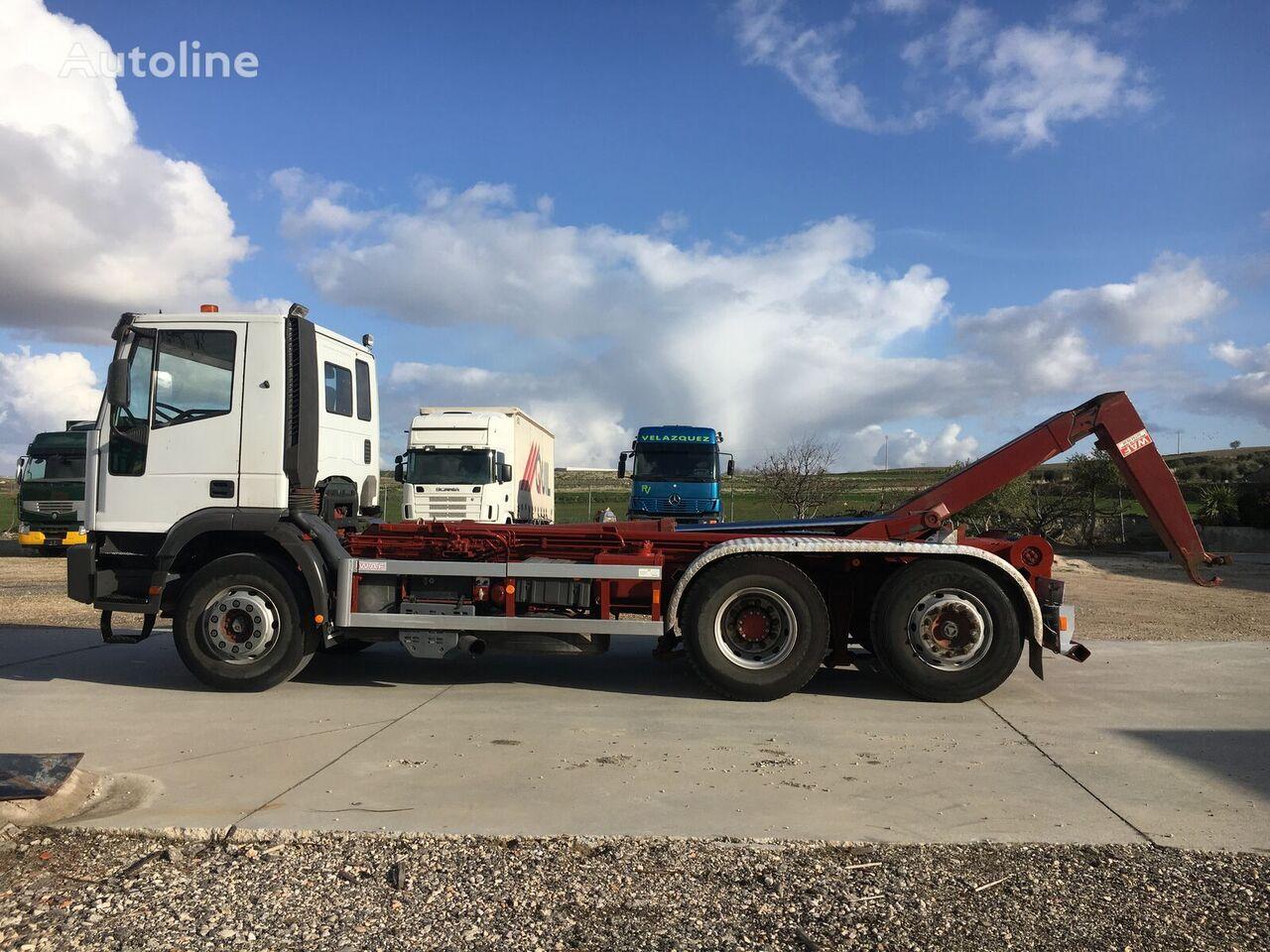 IVECO 300. 26 TON.6X2  EJE DIRECCIONAL hook lift truck