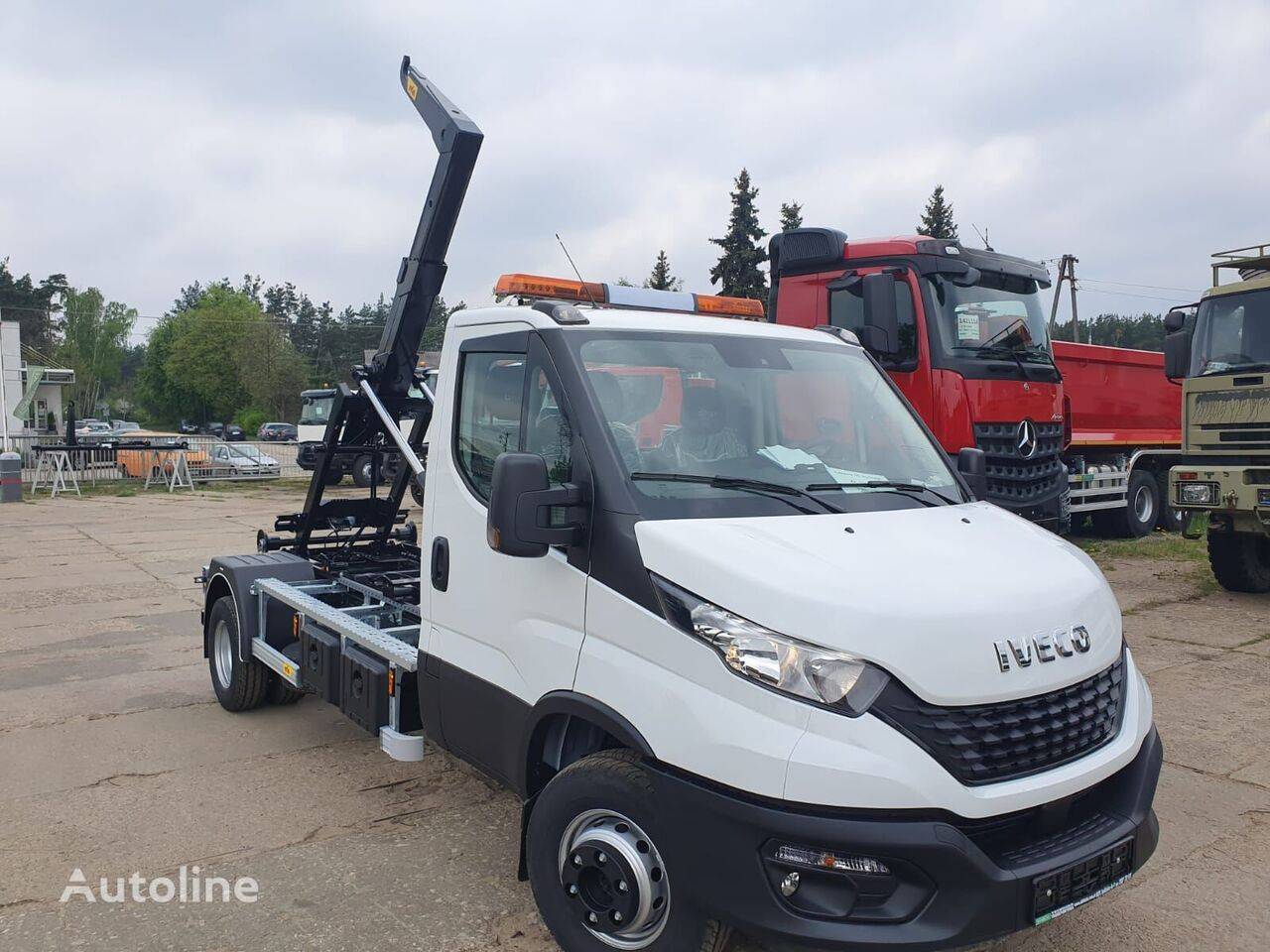 IVECO 72c18 hook lift truck