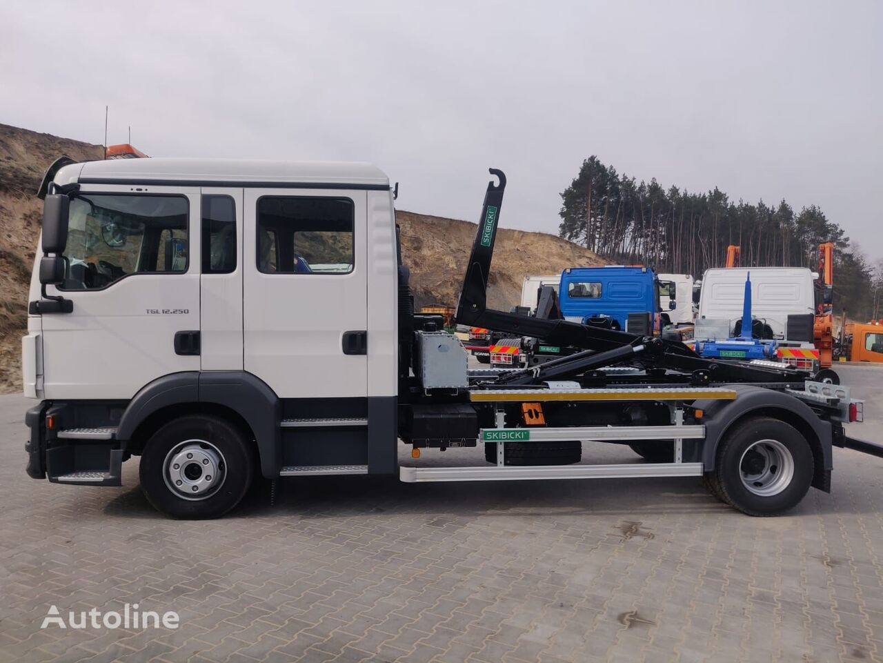 new MAN TGL12.250 hook lift truck