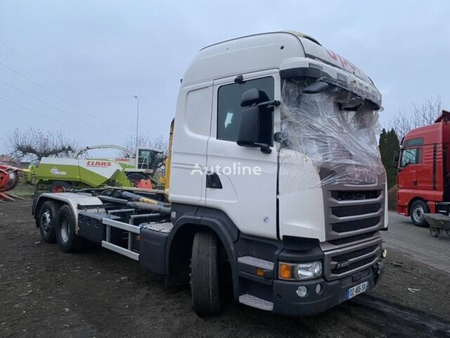 damaged SCANIA R 450 hook lift truck
