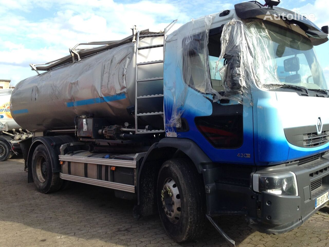 damaged RENAULT PREMIUM 430 DXI milk tanker