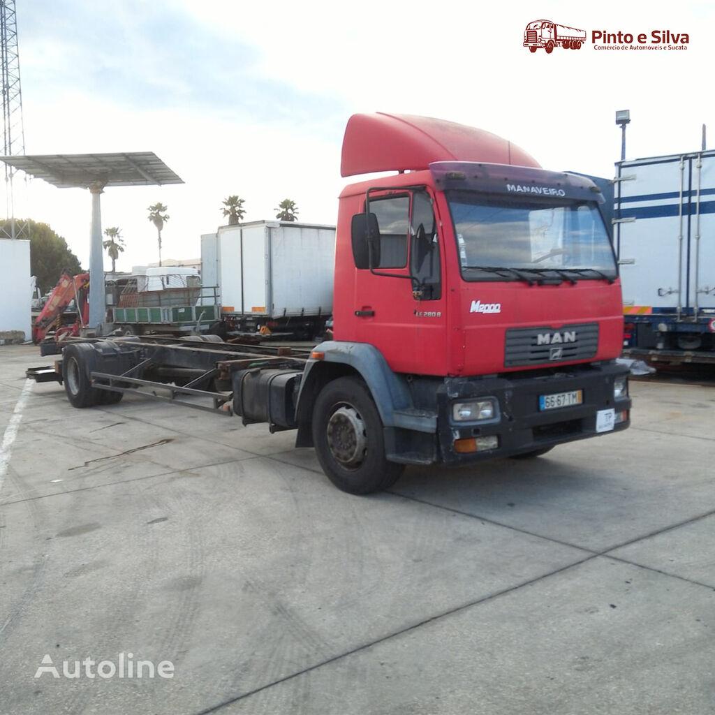 MAN 18.285 platform truck