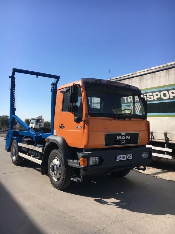 MAN 15.224. PORTACONTENEDOR CADENAS  skip loader truck