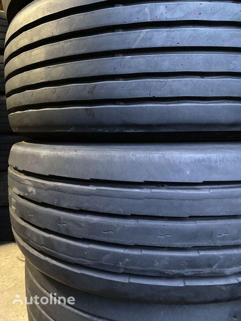 Dunlop SP252 truck tire