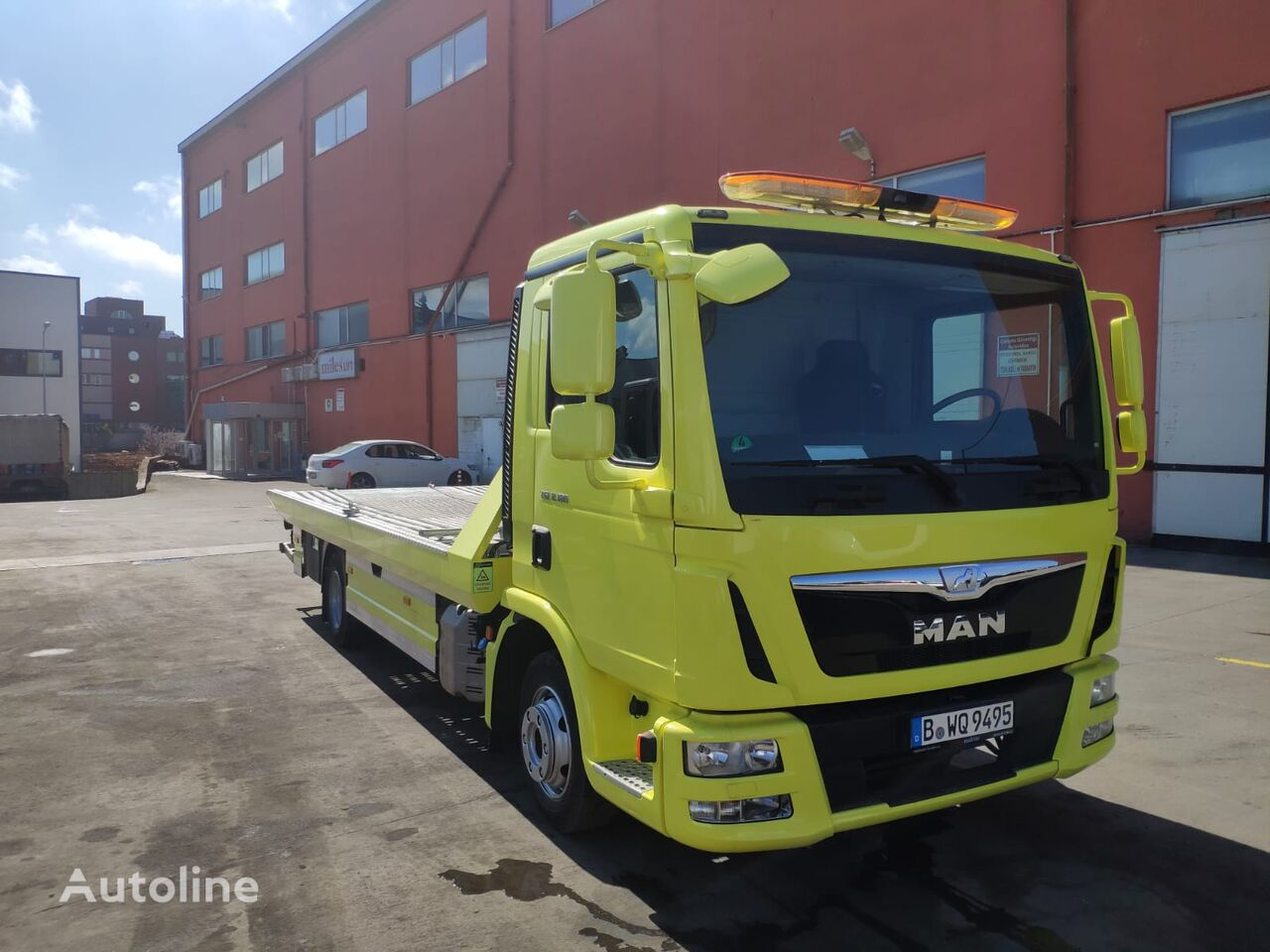MAN TGL 8.180 tow truck