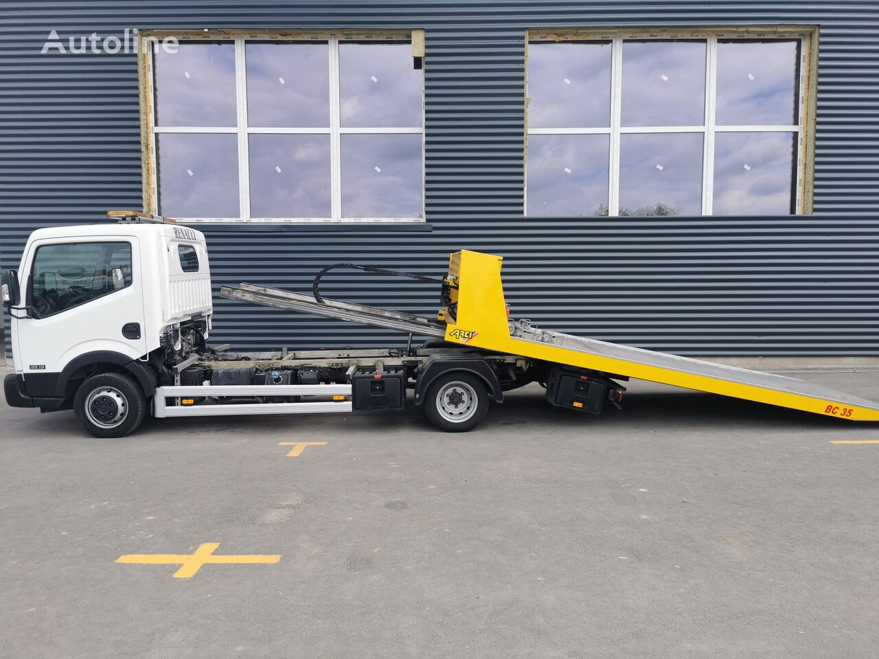 NISSAN NT400 tow truck