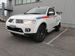 MITSUBISHI L200 tow truck