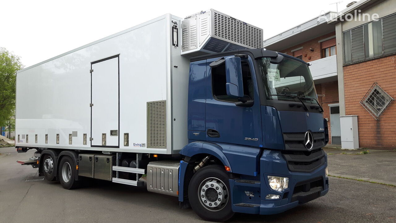 new MERCEDES-BENZ SPECIAL CHIKS TRASPORT VEHICLE-Koeken Aufbau- transport of poultry