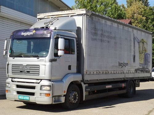 MAN TGA 18.320 truck curtainsider