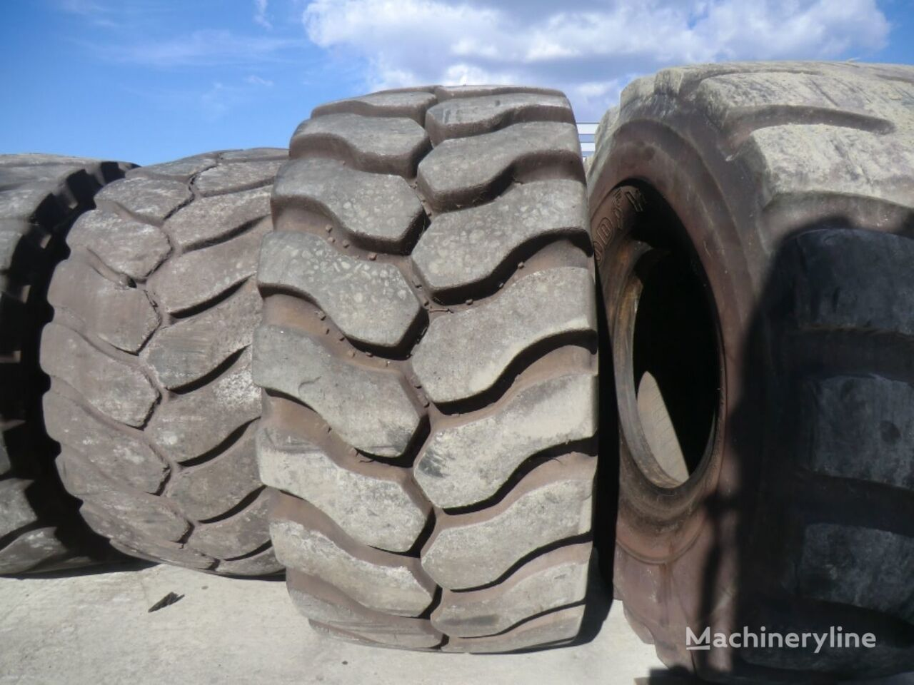 Michelin 35.65R33 TIRE grader tyre