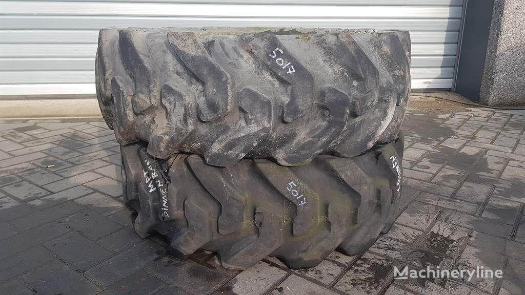 Deestone 12.5/80-18 - Tyre/Reifen/Band wheel